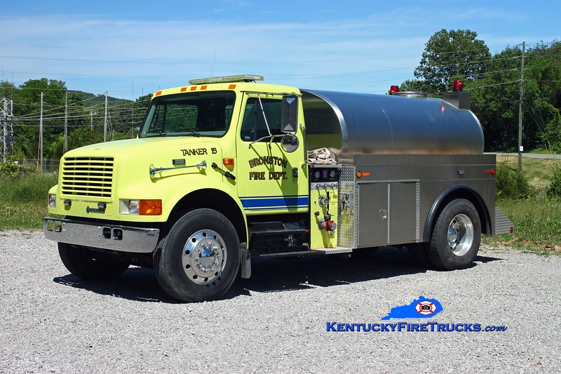 <center> Bronston Tanker 15 <br> 1999 International 4900/Local 250/1800 <br> Kent Parrish photo </center>