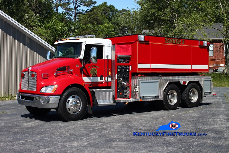 <center> Mt Victory  Tanker 3 <br> 2009 Kenworth T-300/Fouts Bros 500/3000 <br> Kent Parrish photo </center>