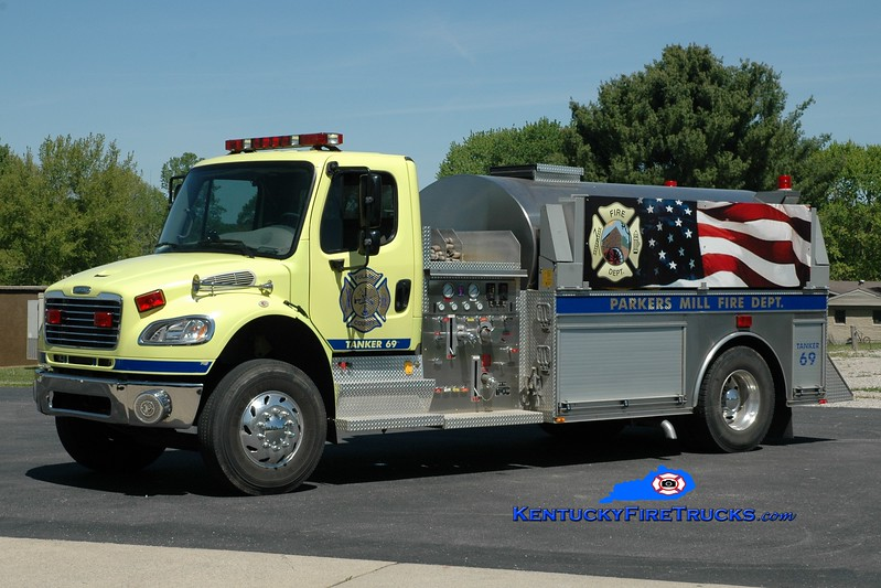 <center> Parkers Mill  Tanker 69 <br> 2004 Freightliner M2-106/Bluegrass 500/2100 <br> Greg Stapleton photo </center>