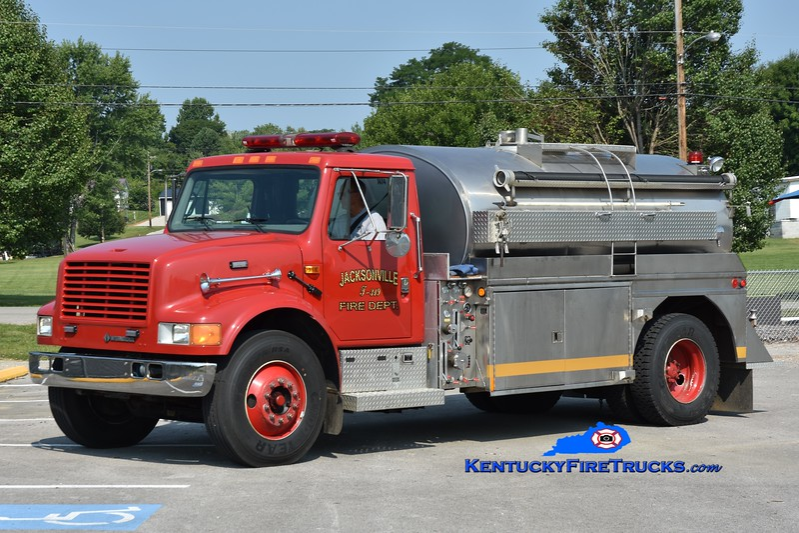 Science Hill Tanker 319<br /> 1999 International 4900/Bluegrass/Pulaski County Fire Commission 250/1800<br /> Greg Stapleton photo