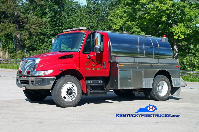 <center> Shopville-Stab  Tanker 6 <br> 2002 International 4400/Bluegrass 250/1800 <br> Kent Parrish photo </center>