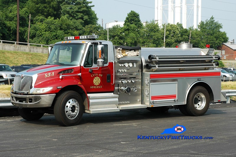 <center> Somerset  Tanker 1 <br> 2003 International 4400/2009 Bluegrass 1000/1800 <br> Greg Stapleton photo </center>