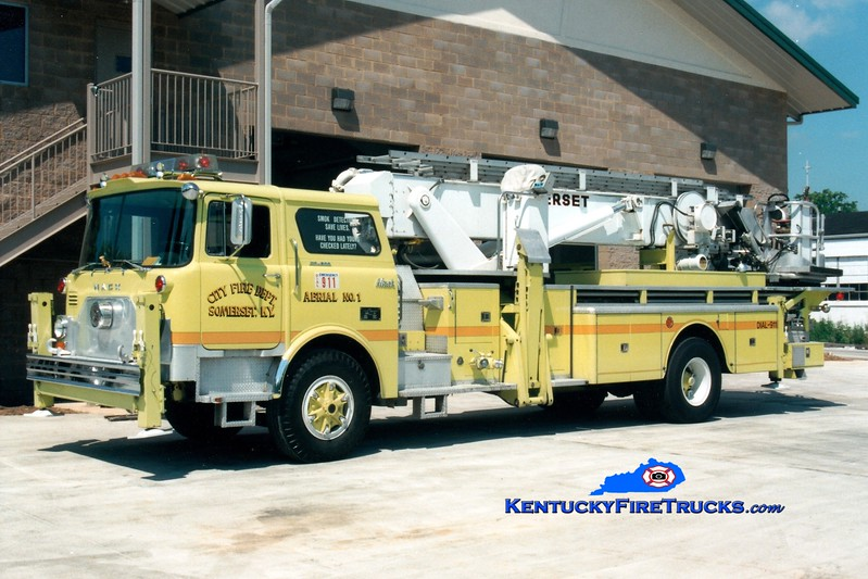 <center> RETIRED <br> Somerset  Aerial 1 <br> 1977 Mack CF/Baker 75' Aerialscope <br> Greg Stapleton photo </center>