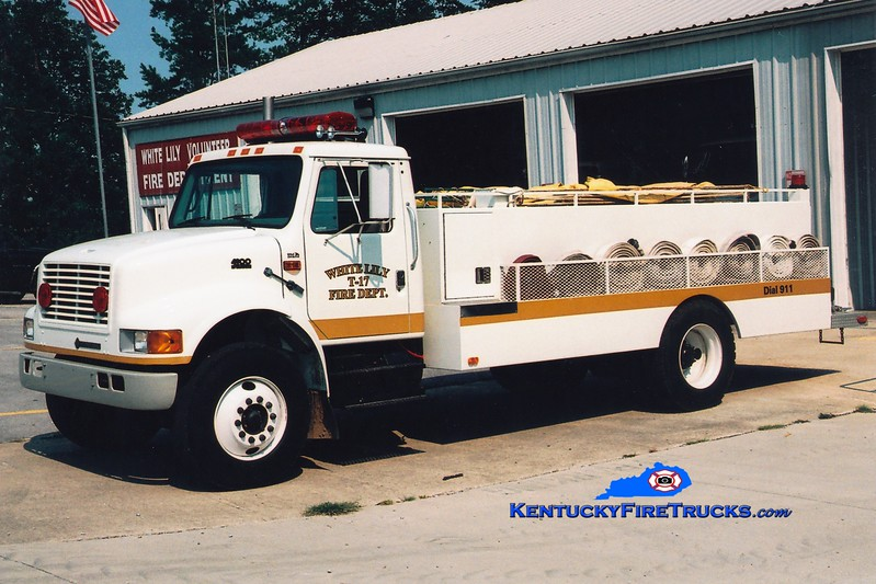<center> White Lily  Tanker 17 <br> 1999 International 4900/Local 0/2000 <br> Greg Stapleton photo </center>