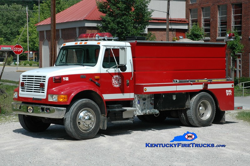 <center> Livingston  Tanker 32 <br> 1996 International 4900/Wynn 250/1800 <br> Greg Stapleton photo <br> </center>