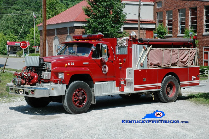 <center> Livingston  Engine 30 <br> 1984 Ford F-800/American 750/1500 <br> Greg Stapleton photo <br> </center>