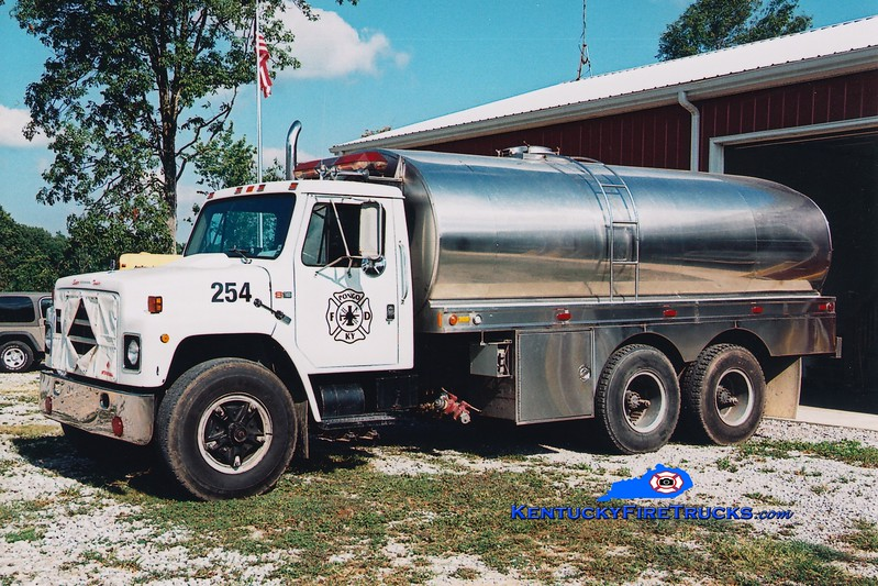 <center> Pongo  Tanker 254 <br> x-Simpsonville, KY <br> 1983 International/Bluegrass 250/3200 <br> Greg Stapleton photo <br> </center>