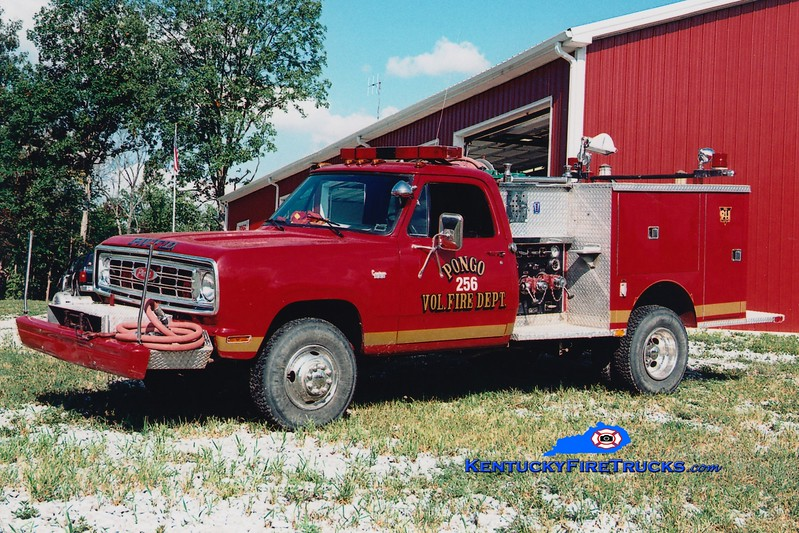 <center> Pongo  Engine 256 <br> x-Tateville, KY <br> 1975 Dodge/Pierce 300/250 <br> Greg Stapleton photo <br> </center>