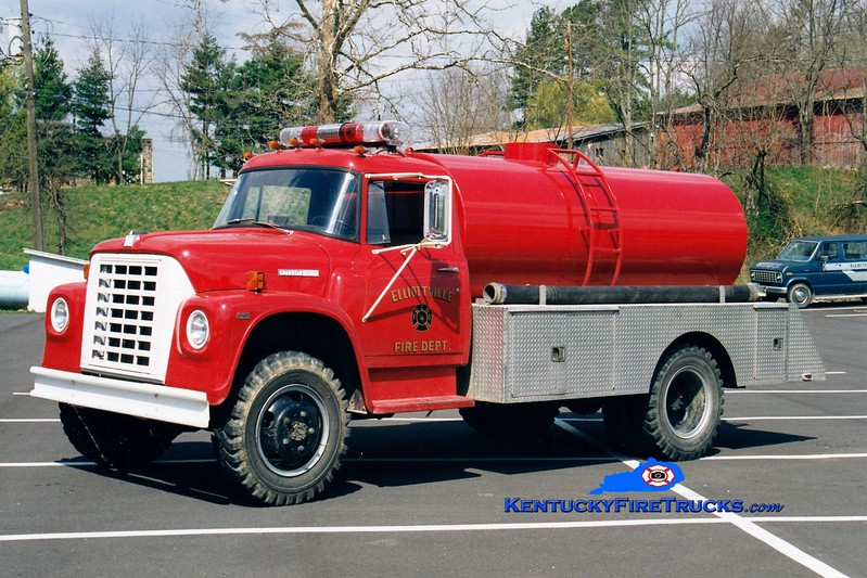 <center> RETIRED <br> Elliottville  Tanker 1  <br> 1977 International Loadstar 4x4/Local 250/1400 <br> Greg Stapleton photo </center>
