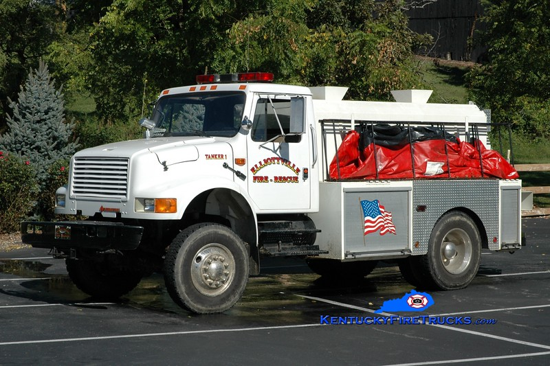 <center> Elliottville  Tanker 1  <br> 1990 International 4800 4x4/Local 250/1500 <br> Greg Stapleton photo </center>