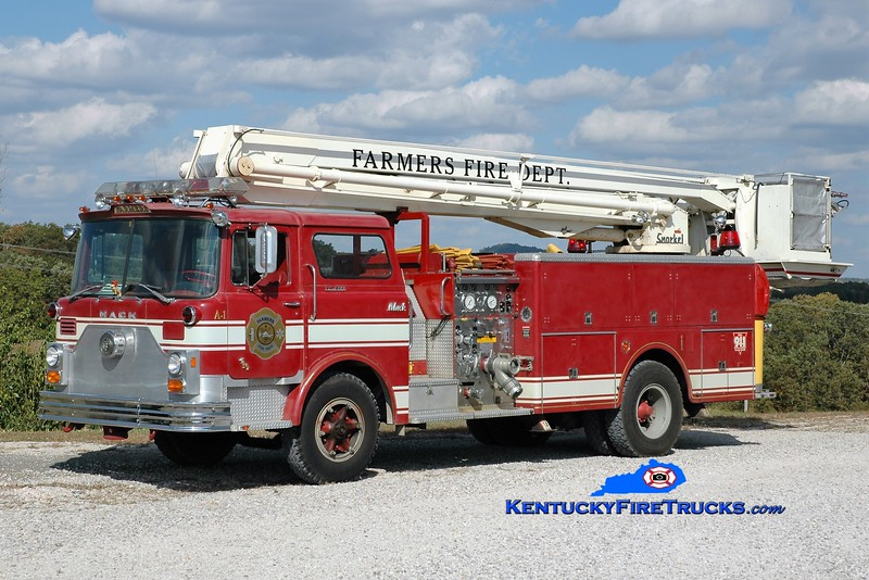 RETIRED <br /> Farmers  Aerial 1<br /> x-Silverton, OH<br /> 1973 Mack CF 1000/500/55' Snorkel<br /> Greg Stapleton photo