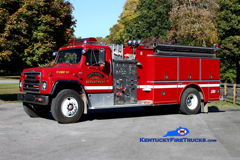 <center> South Russell  Engine 1 <br> x-Albion, IN <br> 1988 International S1900/Grumman 1250/1250 <br> Kent Parrish photo </center>