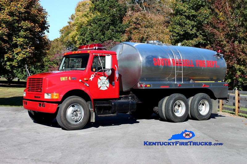 <center> South Russell  Tanker 4 <br> 1996 International 4900/Walker/Wynn 500/2600 <br> Kent Parrish photo </center>