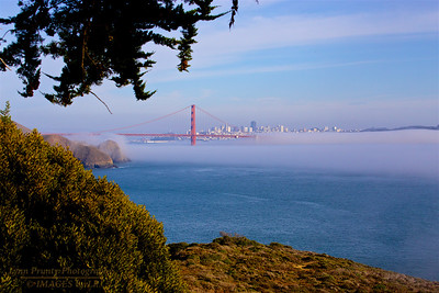 SF/GGB-140126-0001 Golden Gate Fog Coming in