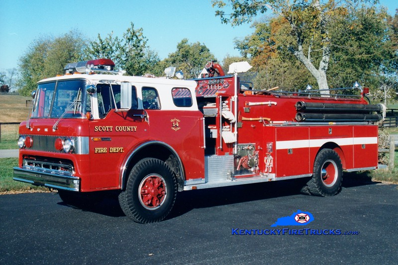 <center> RETIRED <br> Scott County  Engine 14  <br> x-Barbourville, WV <br> 1977 Ford F-900/Sutphen 1000/1000 <br> Greg Stapleton photo </center>