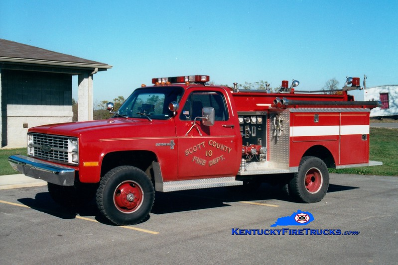 <center> RETIRED <br> Scott County  Engine 10  <br> 1983 Chevy K30 4x4/Pierce 250/250 <br> Greg Stapleton photo </center>