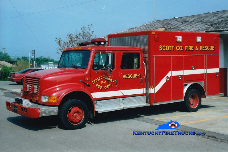 <center> RETIRED <br> Scott County  Rescue 1 1991 International 4700/E-One  <br> Greg Stapleton photo </center>