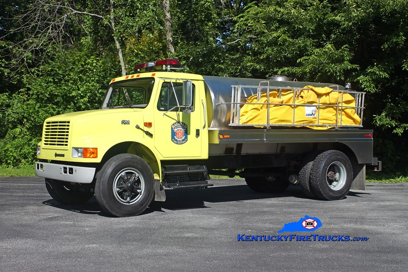 <center> Bagdad  Tanker 7761  <br> 1995 International 4700/Star Stainless 0/2000 <br> Kent Parrish photo </center>