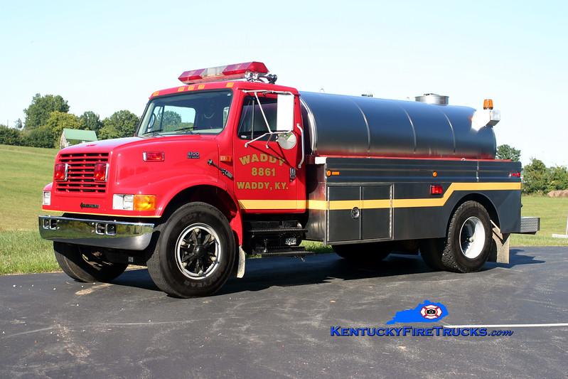 <center> Waddy  Tanker 8861  <br> 2000 International 4700/Bluegrass 250/2000 <br> Kent Parrish photo </center>