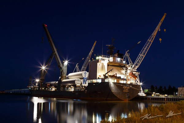 The saltie Fortune unloading wind turbine parts at the Duluth Port Terminal