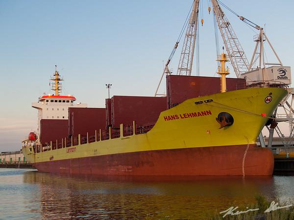 Saltie Hans Lehmann unloading at Port Terminal