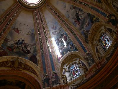 Inside la Catedral de San Francisco el Grande