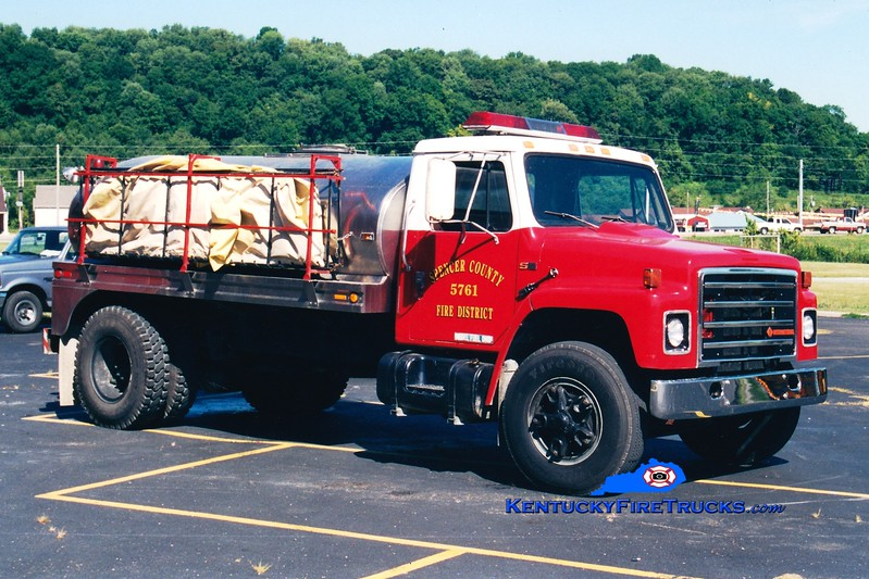 <center> RETIRED <br> Taylorsville-Spencer County Tanker 5761  <br> 1986 International S-1900/Bluegrass 0/1800  <br> Greg Stapleton photo </center>