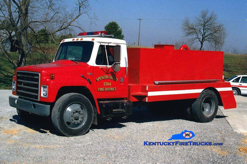 <center> Taylorsville-Spencer County Tanker 5761  <br> x-Tanker 5764 <br> 1985 International S-1900/Cleveland 0/1800  <br> Greg Stapleton photo </center>