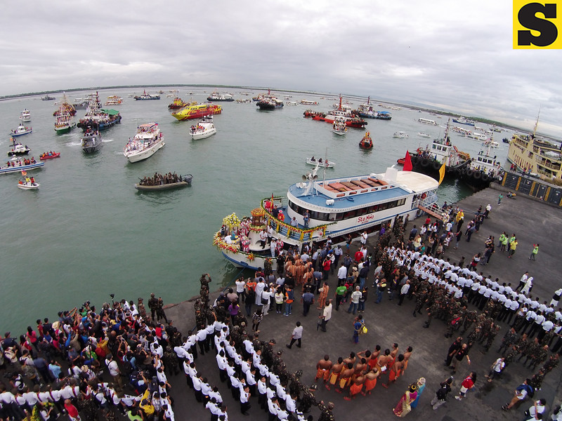 THE ORIGINAL SINULOG. A fluvial procession on the eve of the fiesta brings the images of the Child and Our Lady of Guadalupe to Cebu City from Mandaue, for a procession that winds its way across the heart of the city and into the hearts of thousands of devotees. (Sun.Star Cebu)