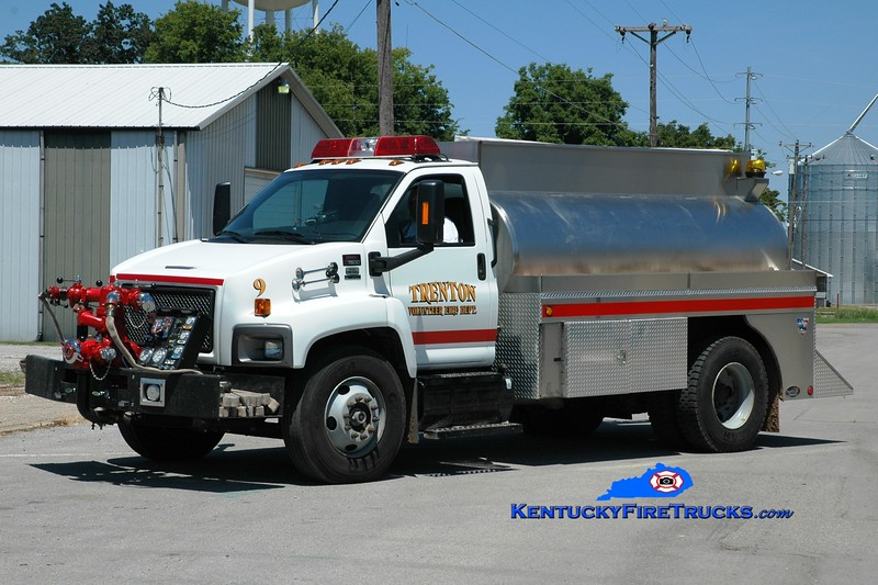 <center> Trenton Engine 9  <br> 2007 GMC 7500/Bluegrass 1000/1800  <br> Greg Stapleton photo </center>