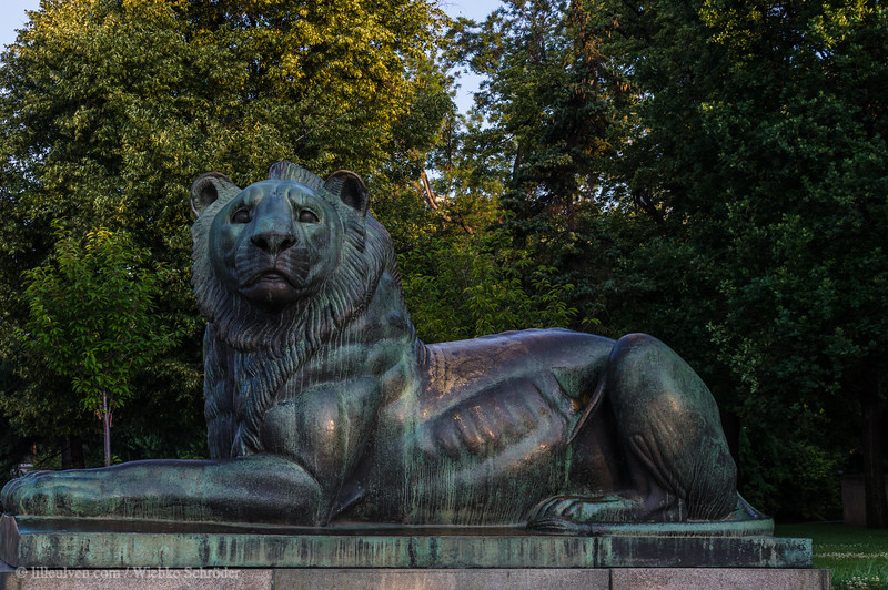Lion sculpture belonging to the grave of the unknown soldier memorial