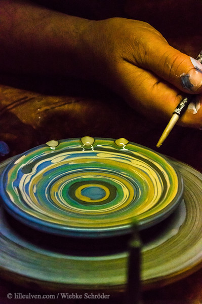Coloring pottery