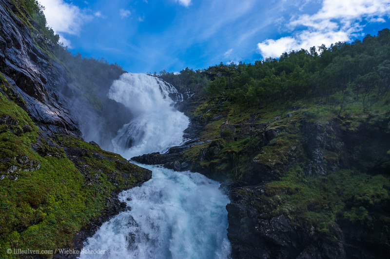 The Kjosfossen is a93 mm tall hour-glass shaped waterfall.