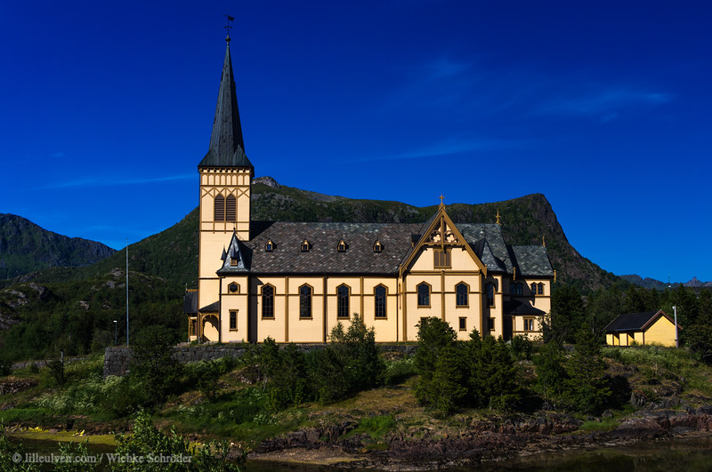 The church was inaugrugated in 1898 and replaces an older church from 1799 which had become too small. Vågan church as it is also called is the tallest tree building north of Trondheim and has place for 1200 people.