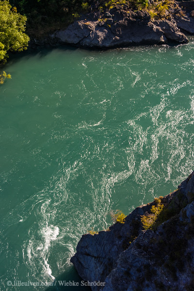 The photo is taken from Kawarau Bridge, the first place where commercial bungee jumping was made possible in 1988. It shows how it must look like if one decides to take the jump.