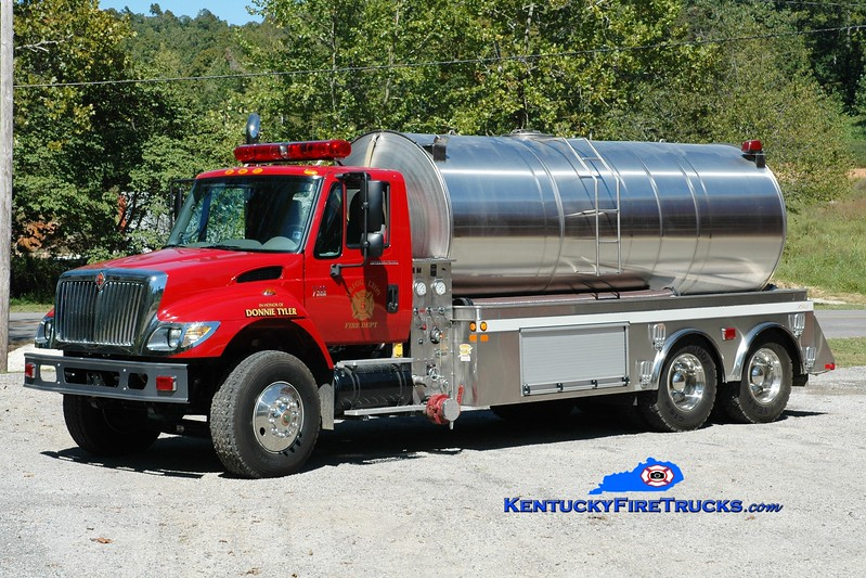 <center> Trigg-Lyon  Tanker 5 <br> 2004 International 7400/Precision Tank & Equipment 500/3700 <br> Greg Stapleton photo </center>