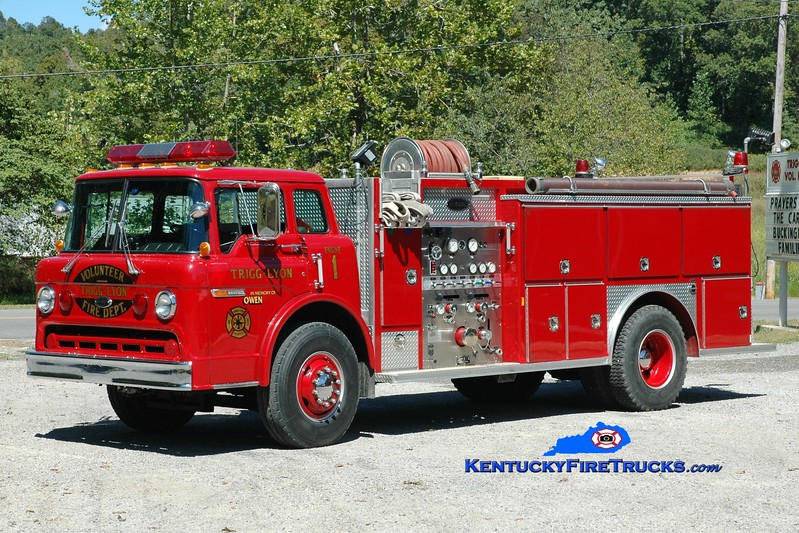 <center> South Road  Engine 1 <br> 1990 Ford C-8000/E-One 1000/1000 <br> Greg Stapleton photo </center>
