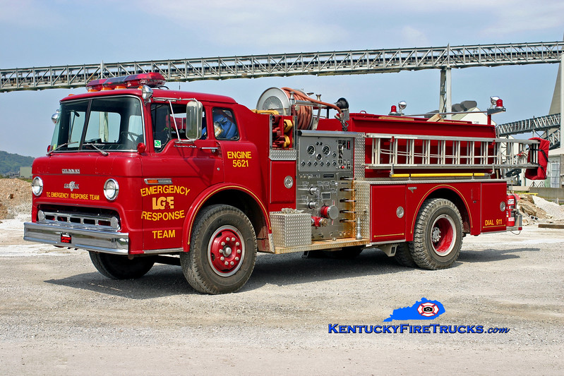 <center> Louisville Gas & Electric  Engine 5621  <br> 1982 Ford C-8000/Grumman 1000/750 <br> Kent Parrish photo </center>