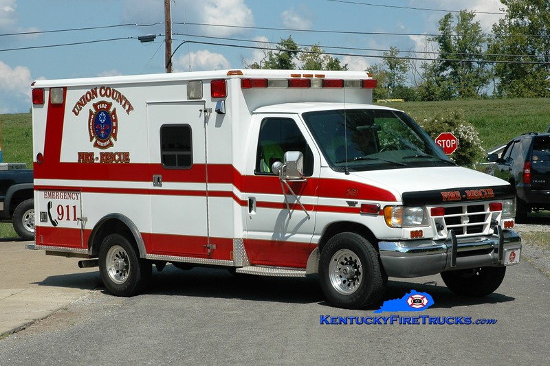 <center> Union County  Rescue 563 <br> 2000 Ford E-350/Wheeled Coach  <br> Greg Stapleton photo </center>