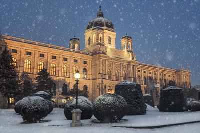 Kunsthistorischesmuseum in snow