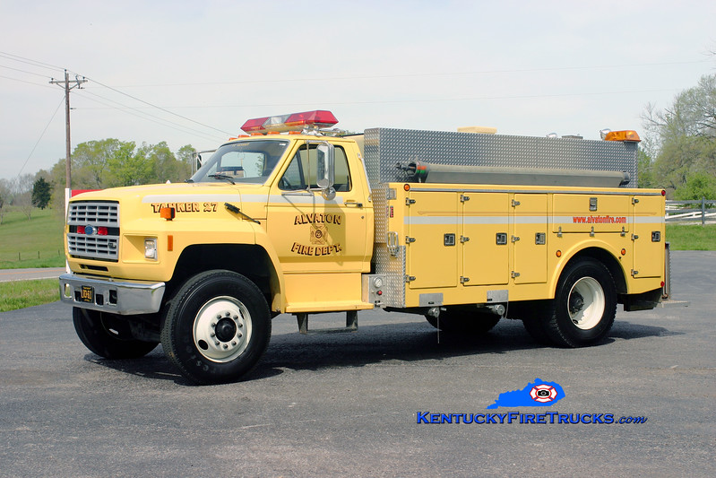 <center> Alvaton  Tanker 27 <br> 1991 Ford F-800/Stewarts 250/1800 <br> Kent Parrish photo </center>