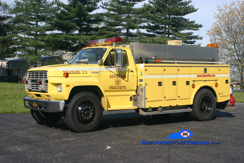 <center> Alvaton  Tanker 23 <br> 1988 Ford F-800/Stewarts 250/1500 <br> Kent Parrish photo </center>