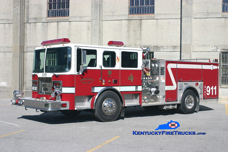 <center> Springfield  Engine 4  <br> x-Levittown, PA <br> 2000 Seagrave Flame 1500/500 <br> Kent Parrish photo </center>