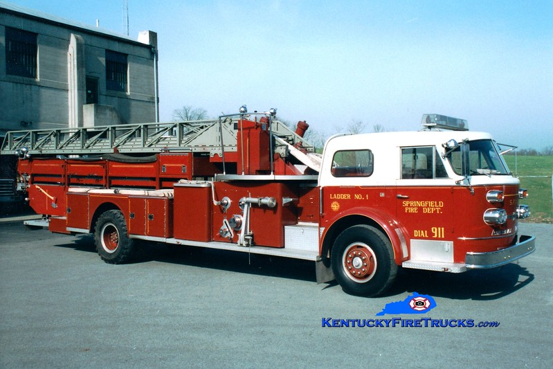 <center> RETIRED <br> Springfield  Ladder 1  <br> 1966 American LaFrance 900 Series 1000/200/100' <br> Greg Stapleton photo </center>