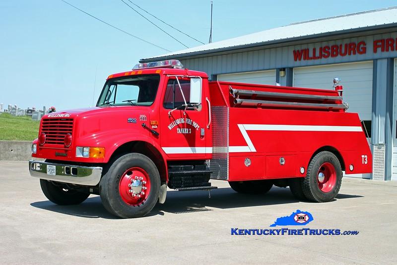 <center> Willisburg  Tanker 3  <br> 2000 International 4900/Bluegrass 250/1800 <br> Kent Parrish photo </center>