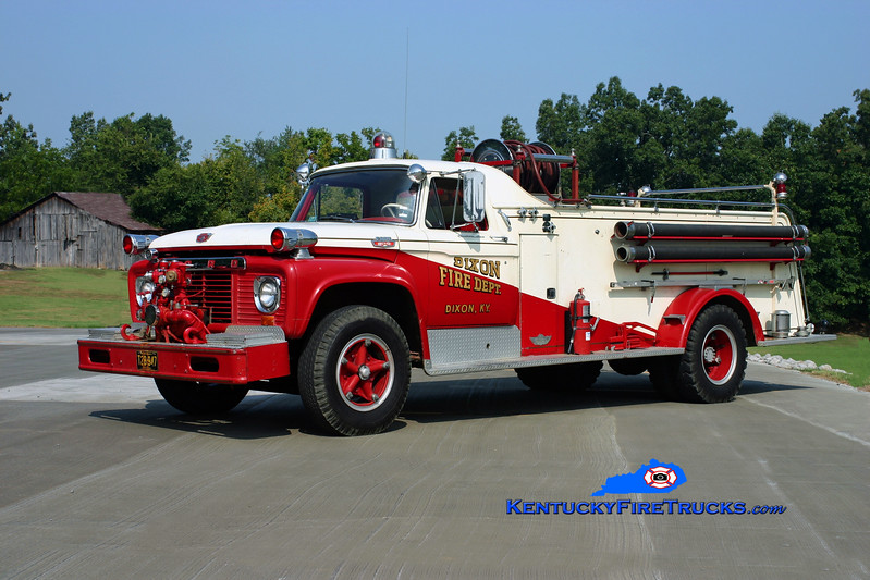 <center> Dixon  Antique <br> 1964 Ford F-800/American 500/500 <br> Kent Parrish photo </center>