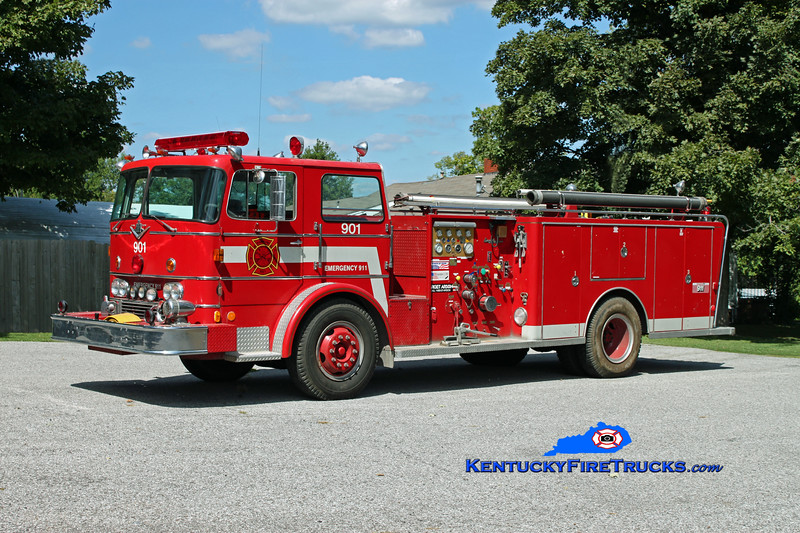 <center> RETIRED <br> Slaughters Engine 901 <br> 1970 International CO-8190/General Safety  1000/1000 <br> Kent Parrish photo </center>