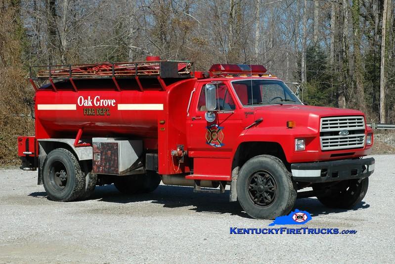 <center> Oak Grove  Tanker 6 <br> 1989 Ford F-800/Local 250/1500 <br> Greg Stapleton photo </center>