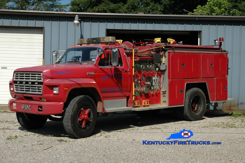 <center> RETIRED <br> Pleasantview  Engine 2 <br> 1981 Ford F-700/FMC 750/1000 <br> Greg Stapleton photo </center>