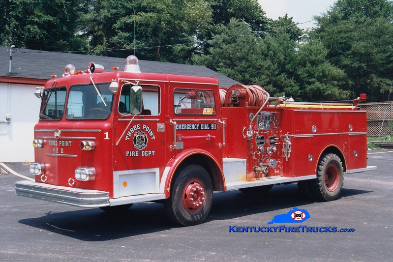 <center> RETIRED <BR> Three Point  Engine 1 <br> x-Newcomerstown, OH <br> 1972 Maxim 1000/750 <br> Greg Stapleton photo </center>